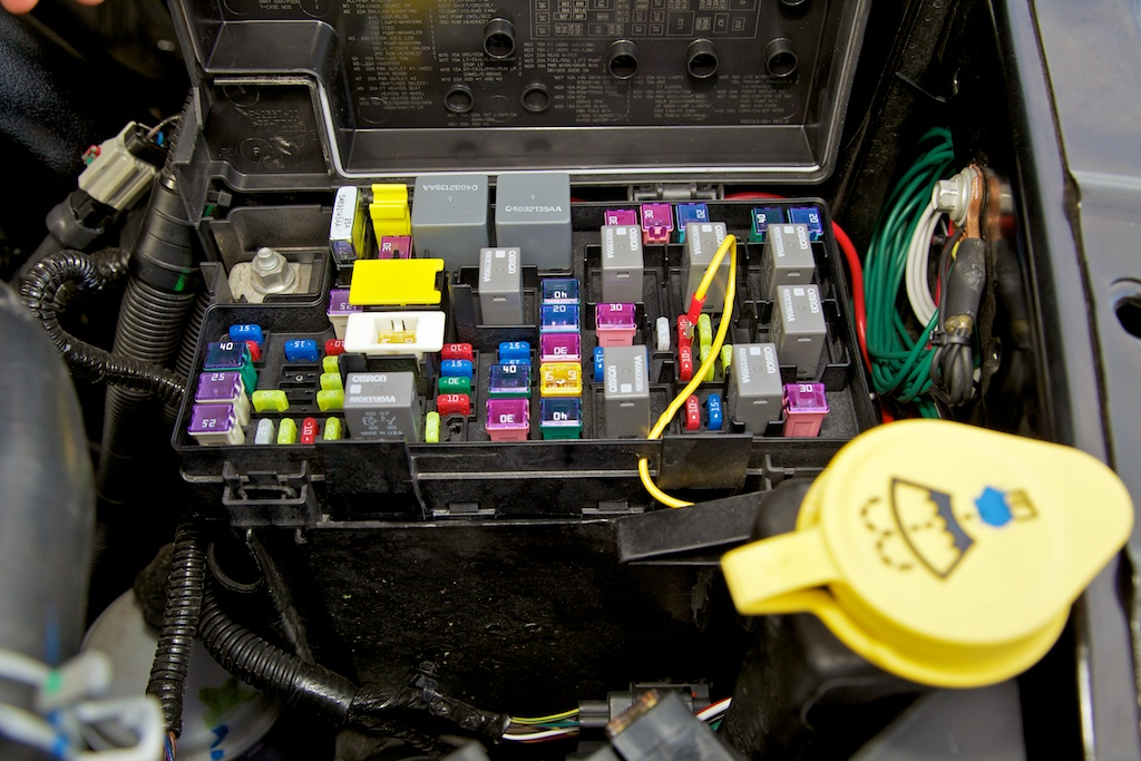 wiring aftermarket toys how i decided to go about it dodge same fuse as h s suggested in the mini maxx instruction book the front side of fuse m33 works flawlessly i really wanted to tap this wire from under